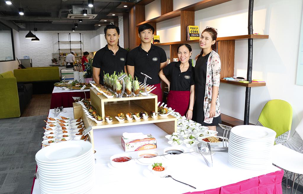 tiệc buffet tại công ty Absolute